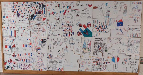 Puzzle collectif géant réalisé par les élèves des classes de CE1-CE2-CM1 et CM2 à la suite de l'hommage à Samuel Paty.